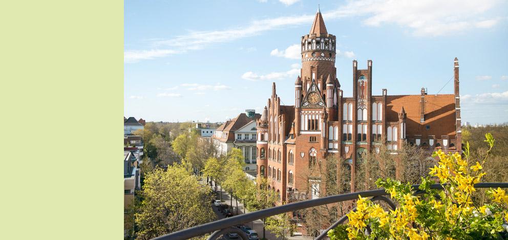 Rathaus-Schmargendorf-fruehling