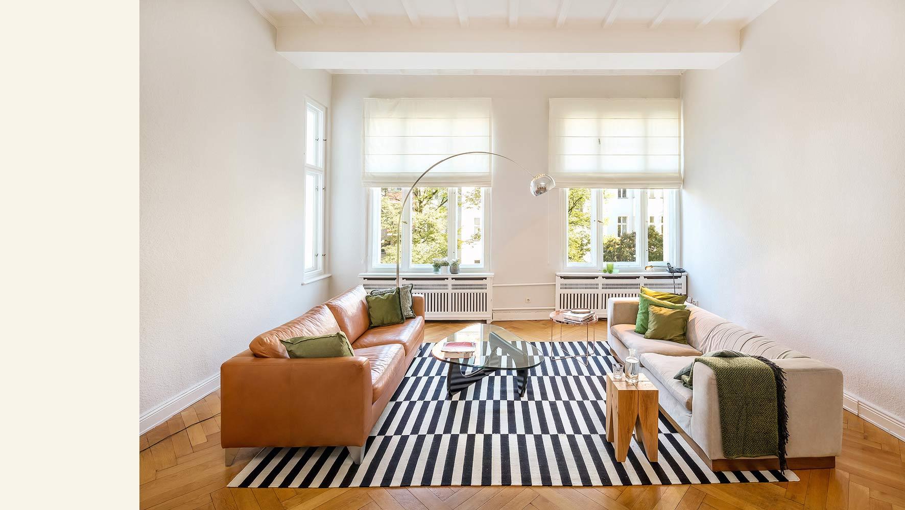 interieurfoto-großes-wohnzimmer-altbau
