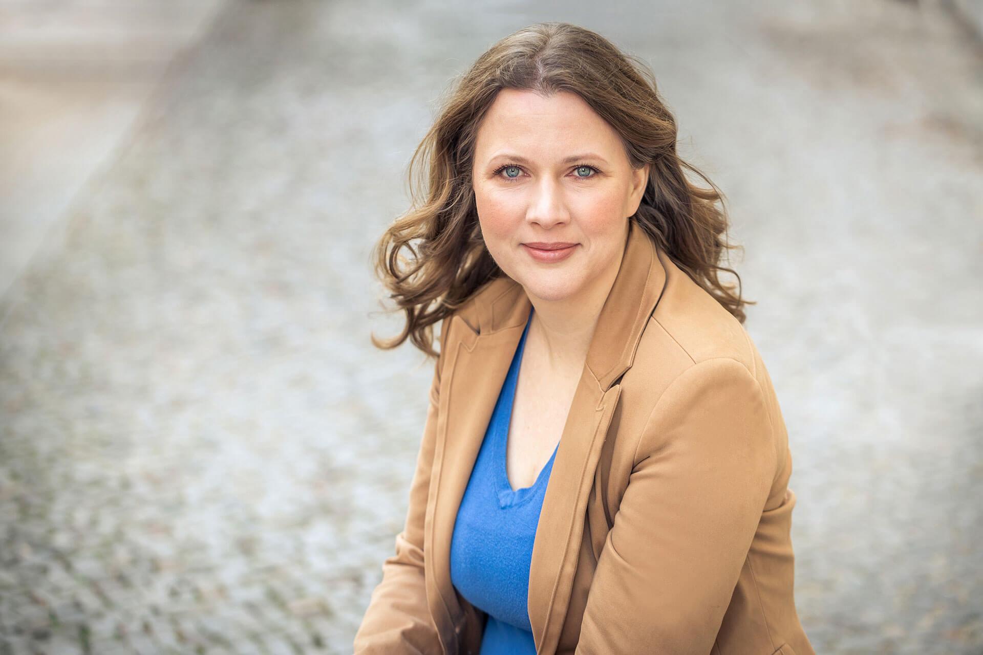 personalbrandingfotografie-einer-businessfrau-outdoor