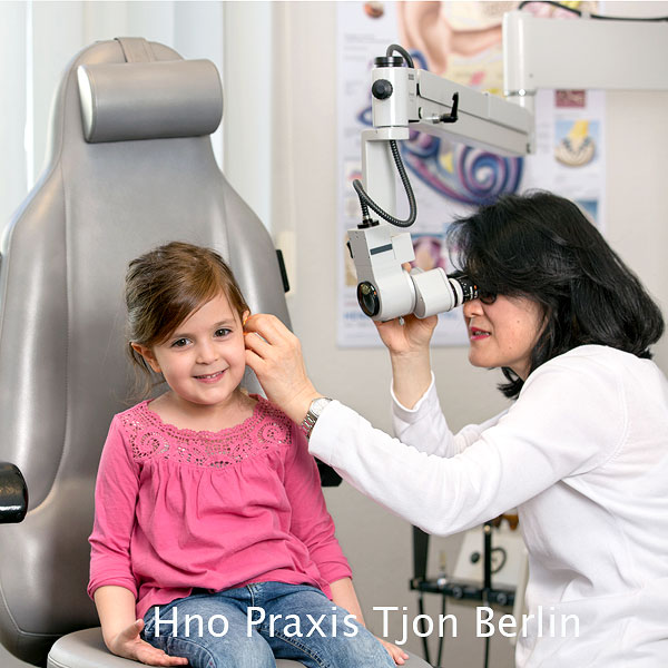 Praxisfotografie-Berlin-Hno-Untersuchung-Kind