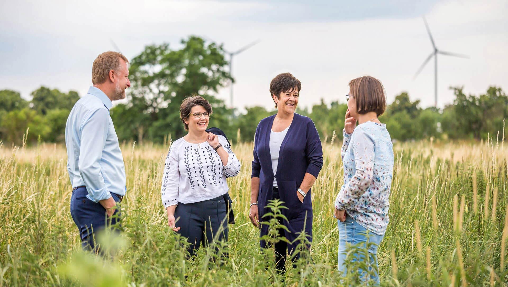 teamfoto-im gruenen-berlin-nachhaltiges unternehmen