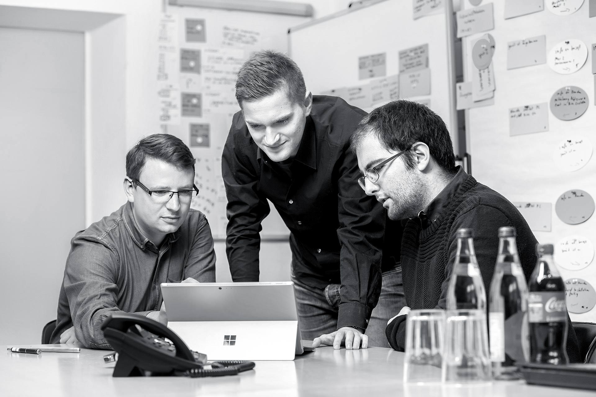 teamfoto-unternehmen-arbeitssituation