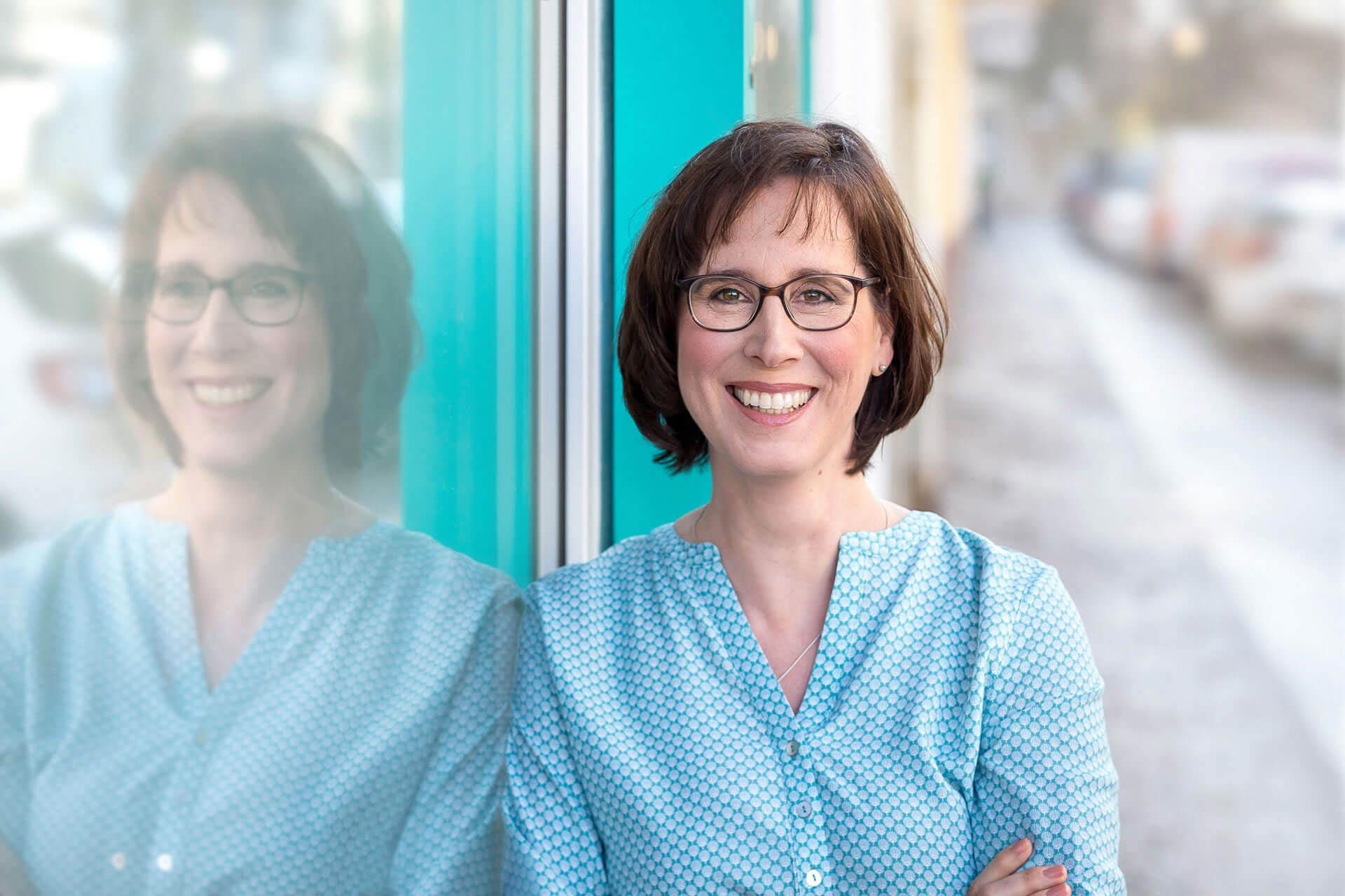 personal-branding-fotos-berlin-unternehmerin-businessfrau-grafikerin