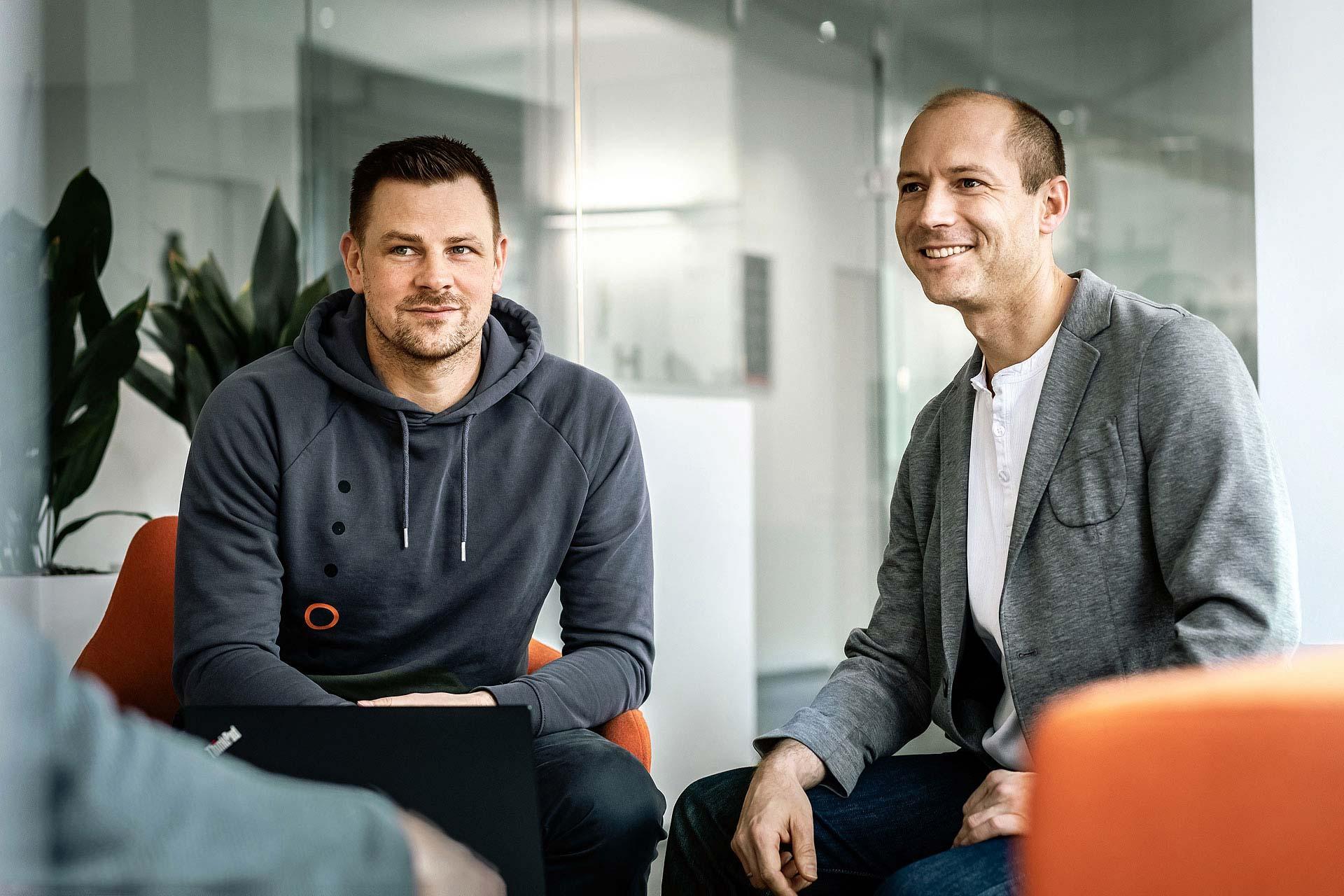 businessfotos-berlin-teams-besprechung-IT-